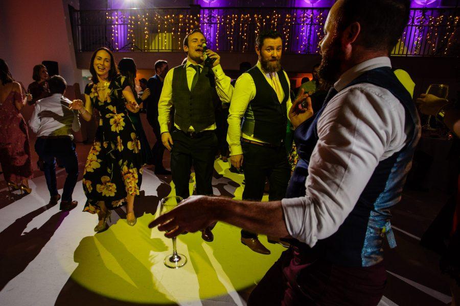 band singing and guests dancing at sunbeam studios wedding