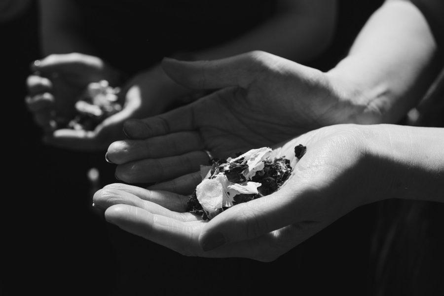 confetti in hand