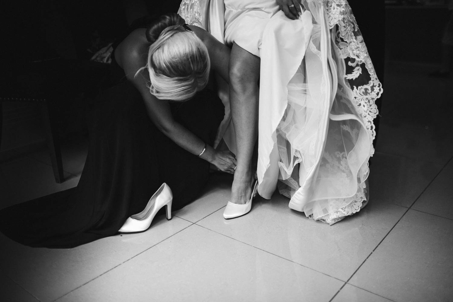 bride getting her shoes on creative